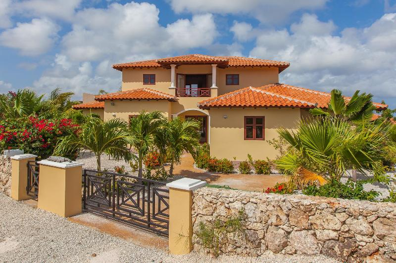 Front of the house - welcome to Casa Presioso! - Villa with Panoramic Ocean View and Private Pool - Bonaire - rentals