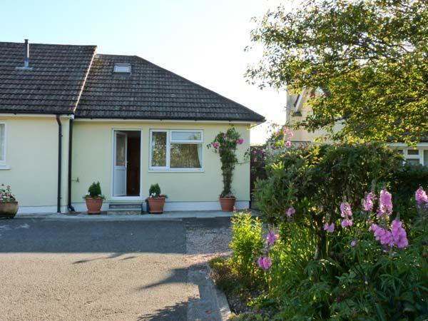 MANDALAY COTTAGE, near North Dartmoor, scenic walks, with off road parking and a garden, near Okehampton, Ref 18379 - Image 1 - Okehampton - rentals