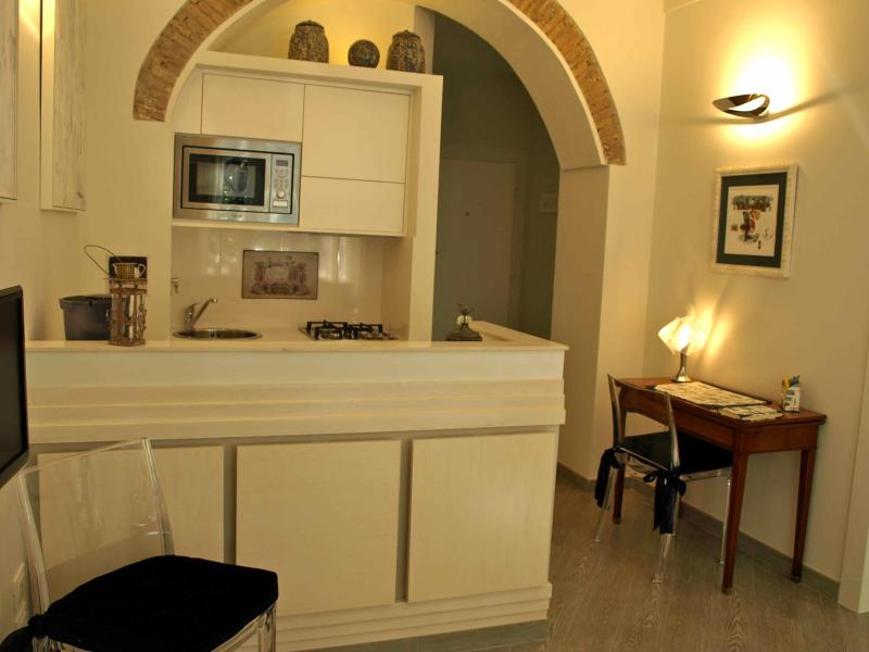 Living & Kitchen - A few mt. from Campo de Fiori,no need to take bus to visit the City! Lovely apartment 4 people - Rome - rentals