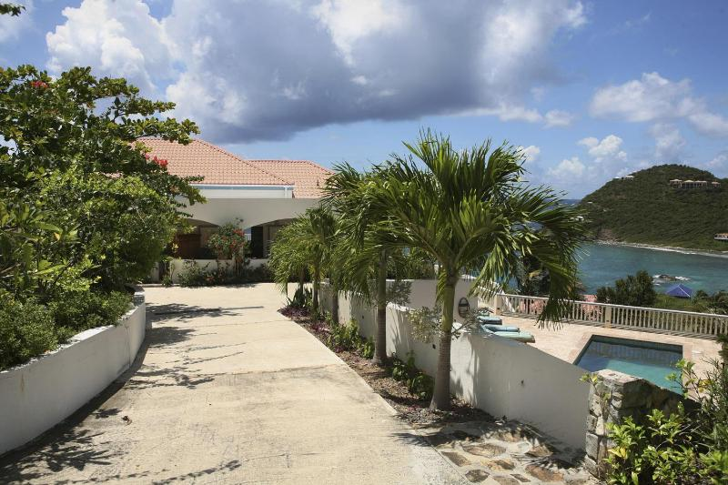 The driveway leading to the house - AcquaBlu Luxury Oceanside Villa - Saint John - rentals
