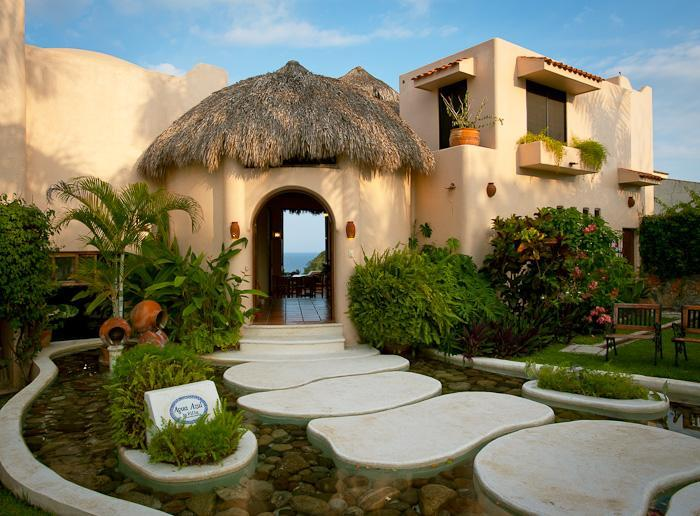 enter the villa over 5 giant stepping stones - Views of  Conejos Bay  from every room - Huatulco - rentals