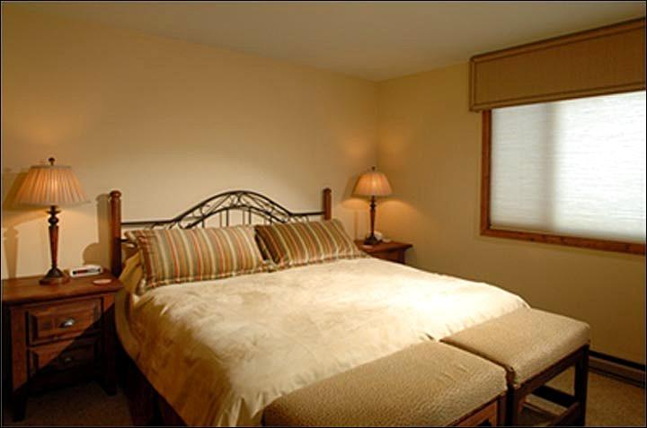 Master Bedroom (Representative Unit) - Spacious, Well Appointed Condo - Perfect for Family Vacations (1142) - Crested Butte - rentals