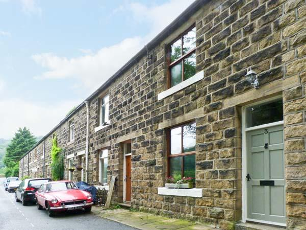 HARDCASTLE CRAGS COTTAGE, woodburner, picturesque walks, with a spacious garden, in Hebden Bridge, Ref 16835 - Image 1 - Hebden Bridge - rentals