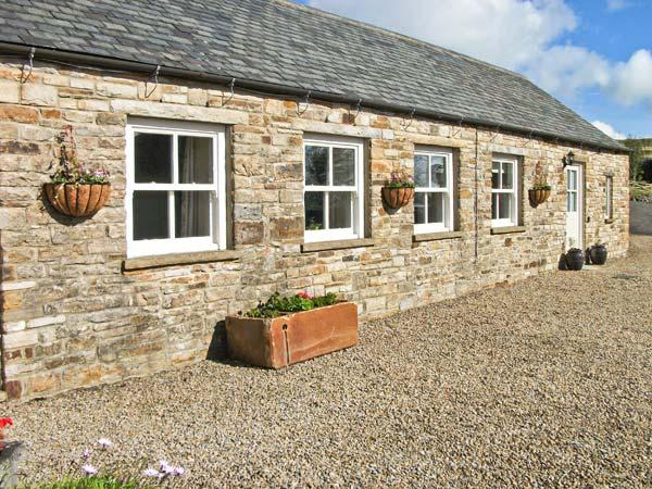 THE BYRE close to the North Pennines, ideal for walkers, with a shared garden, near Wolsingham Ref 17537 - Image 1 - Wolsingham - rentals
