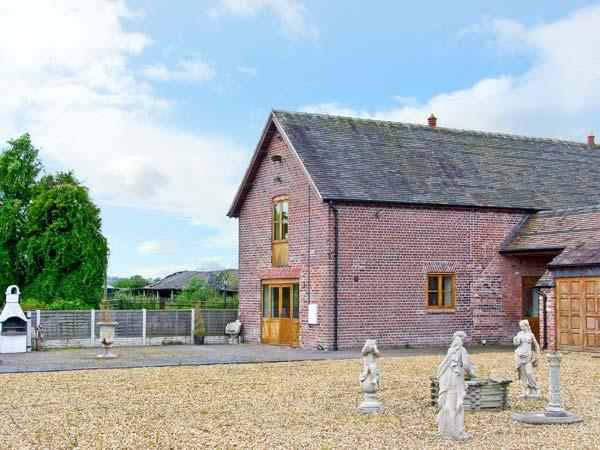 THE HINKS FARM COTTAGE, luxury conversion, superb en-suite, romantic retreat in Lilleshall Ref 18269 - Image 1 - Shropshire - rentals