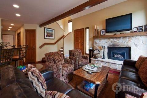 Stunning Mountain Townhouse in Deer Valley with 4 Bedroom, 4 Bathroom, fireplace, HDTV's and private patio with a hot tub. - Deer Lake Village - Park City - rentals