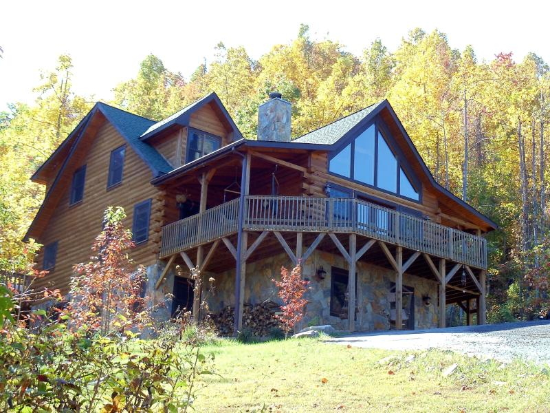 The lodge with large wraparound balcony - 5 Bedroom Upscale Mountain Log Home Great Views in Gated Preserve With Game Room and Hot Tub - Black Mountain - rentals
