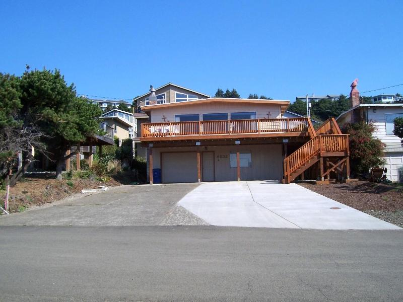 Roads End Beach house - Front view - Book your summer today *Great OceanView * HotTub * 2 Beach Access - Lincoln City - rentals