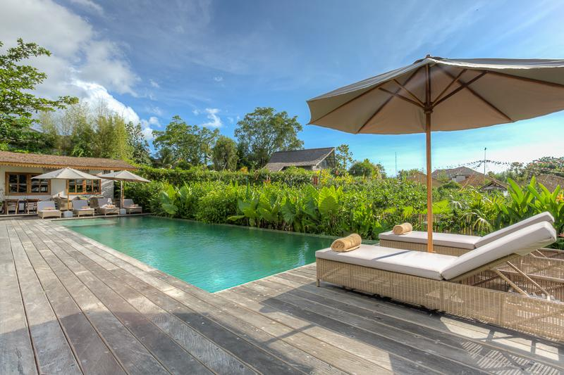 Swimming Pool With Long Chairs - VIP Suite Villa incl Welcome Dinner & Breakfast - Seminyak - rentals