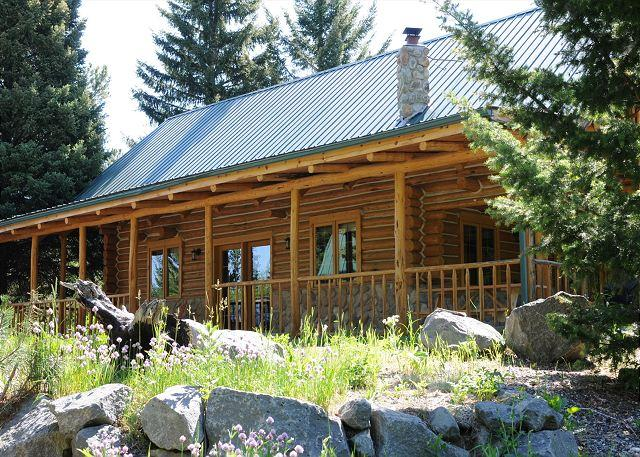 Cozy cabin nestled in the trees - Trail Creek Cabin - Bozeman - rentals