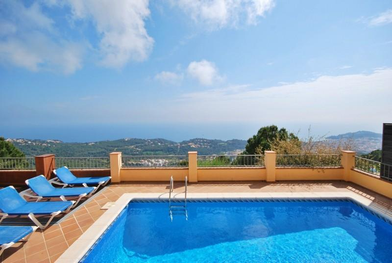 Enjoy the pool! - Amazing sea view: Villa Whitney in Lloret de Mar - Lloret de Mar - rentals