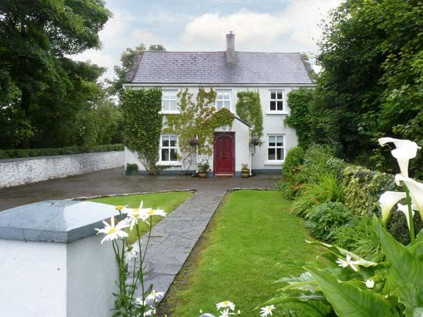 IVY HOUSE, detached cottage, near fishing lake, multi-fuel stove, enclosed garden and orchard, in Loughrea, Ref 17935 - Image 1 - Loughrea - rentals