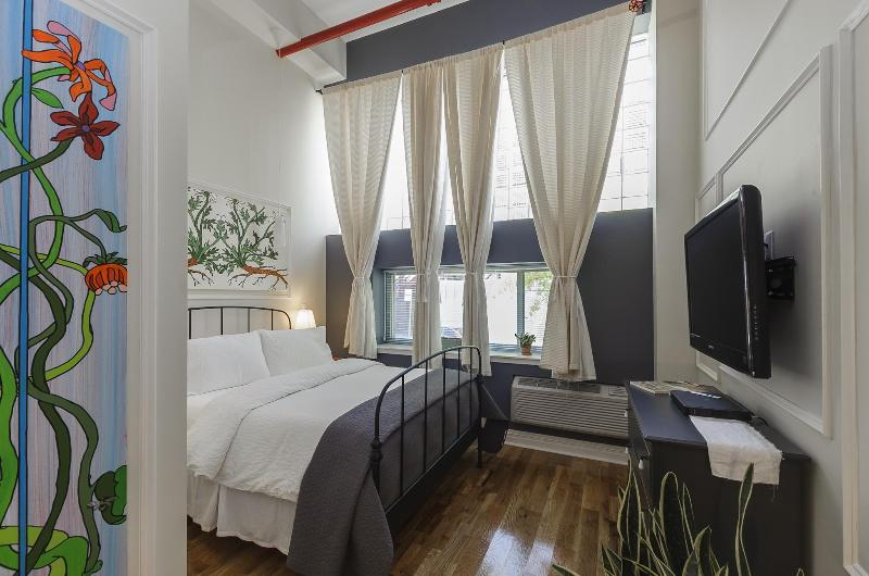 The Box House, Dramatic 16 ft Ceiling Loft Suite - Image 1 - Brooklyn - rentals