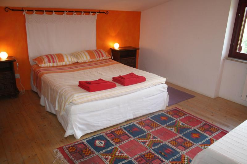 the orange bedroom - Chez Raz B&B - Velletri - rentals