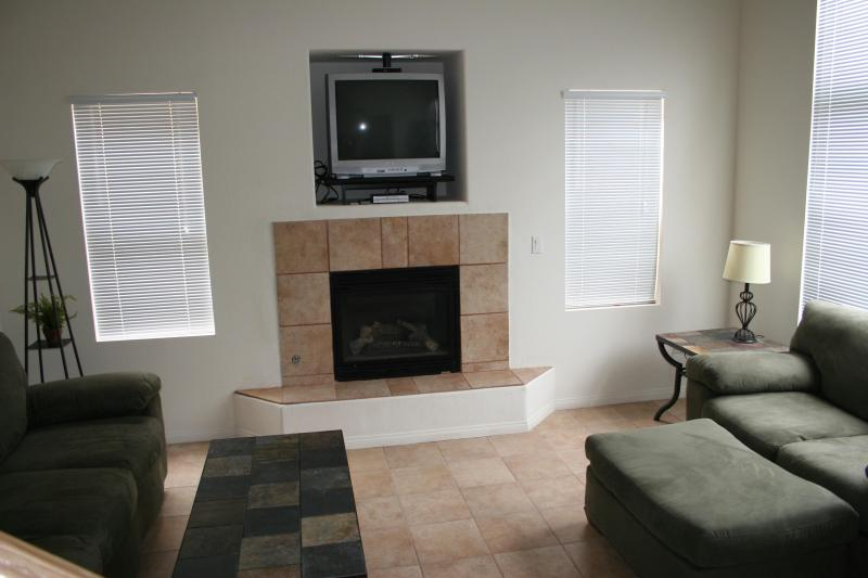 Living Room Fireplace - 2 Master BR/ 2 1/2 BA Furnished Townhouse - Henderson - rentals