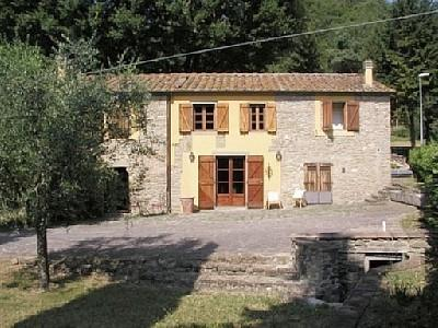 Front of house - Stylish Restored Tuscan Farmhouse: 28km Florence - Grezzano - rentals