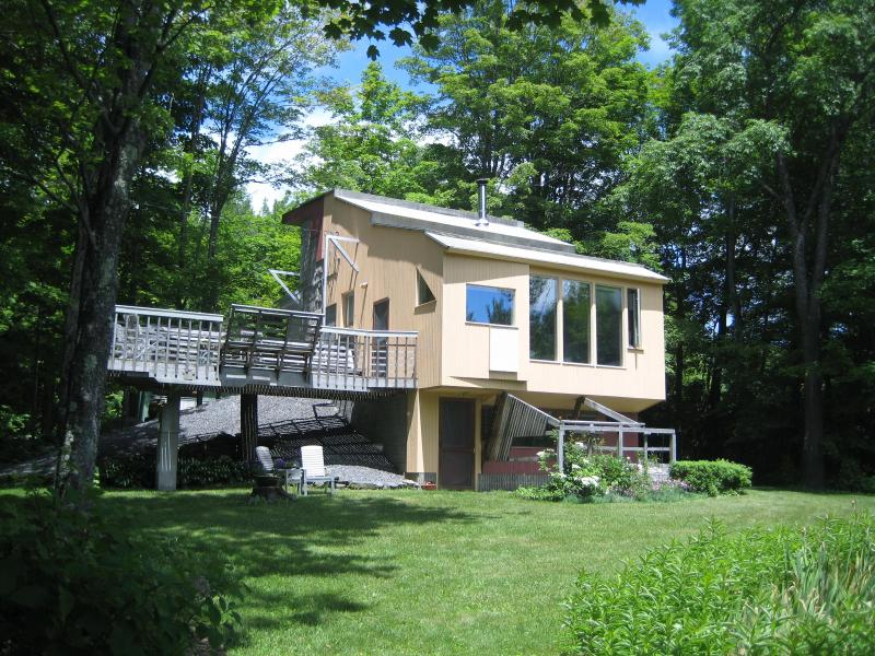 The Corner House - Modern Eco-Friendly Adult Tree House - Stratton and Bromley Ski Areas - rentals