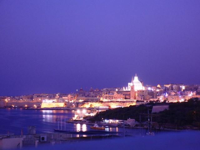 View at night - Penthouse with sea view close to promenade and sea - Sliema - rentals