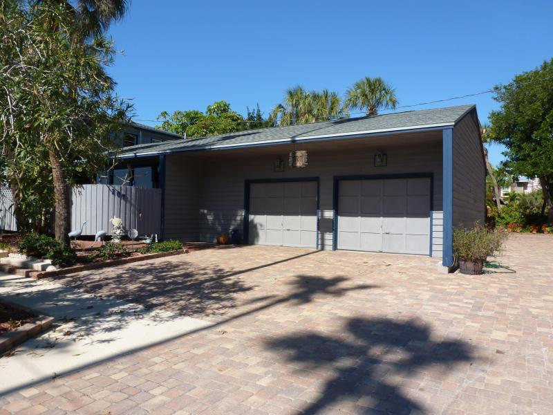 FRONT VIEW AND DRIVEWAY - Turtle Run, Cypress Beach Home On Gulf Of Mexico - Saint Pete Beach - rentals