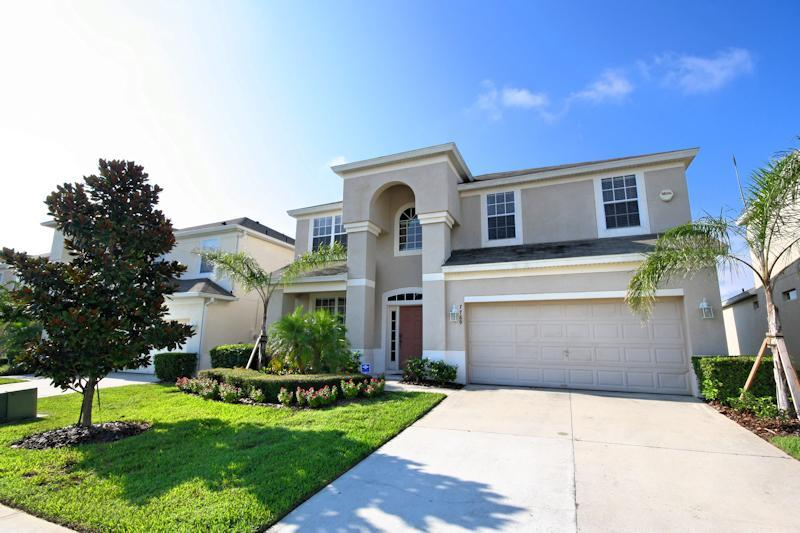 Welcome to Sunshine Escape Villa. - 6 bedroom Luxury Pool Villa - 2 miles from Disney! - Kissimmee - rentals