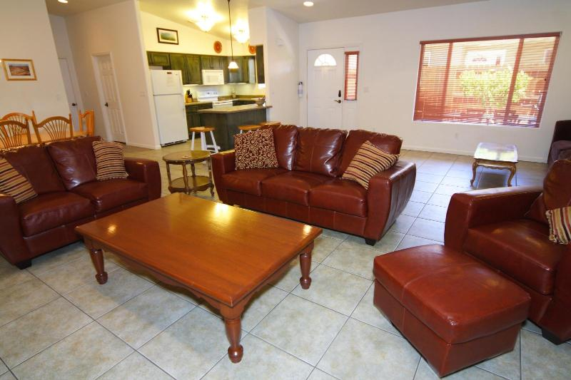 Spacious living room - Best Location! In-town Spacious 3 bed 2 bath Condo - Moab - rentals