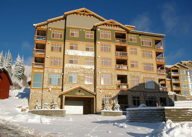 PARKADE ENTRANCE - Aspens 409 Top of Porcupine Road Location in Big White Sleeps 8 - Big White - rentals