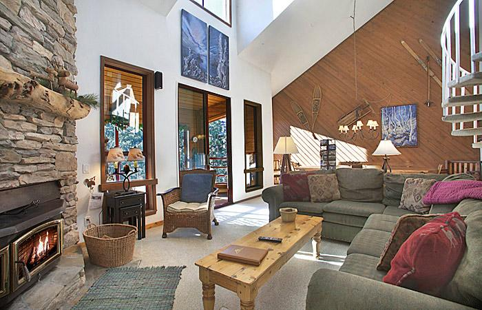 Aspen Creek #228 Living Area Is Very Bright and Has High Ceilings - Aspen Creek 228 - Mammoth Condo - Near Eagle Lift - Mammoth Lakes - rentals