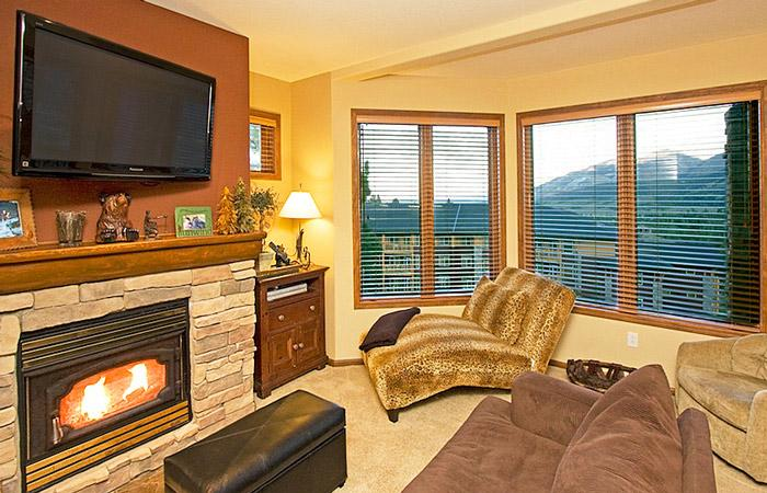 Eagle Run #106 Living Area With a Gas Fireplace  - Eagle Run 106 - Ski in Ski out Mammoth Townhome - Mammoth Lakes - rentals