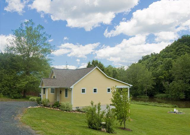 New River - Fishing - Swimming - Inner Tubes Provided - Fire Pit - Wi-Fi - Image 1 - Grassy Creek - rentals