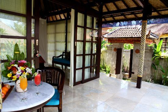 Large villa with own gated entrance with ponds and tropical gardens - Lodtunduh Sari Villa Agung - Unique and Boutique - Ubud - rentals