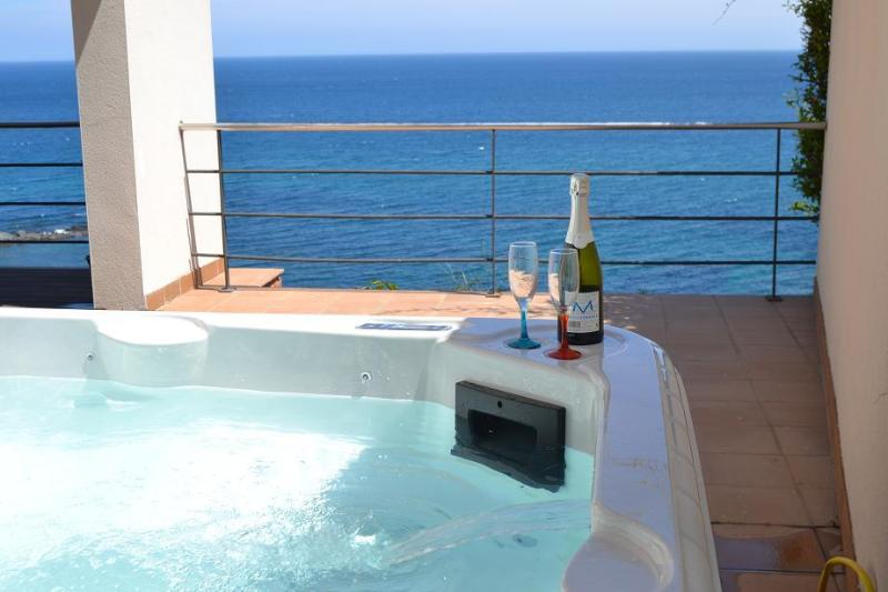 Majestic views from your jacuzzi - Sea-front villa with stunning views near Barcelona - Girona - rentals