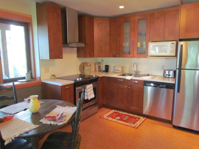 Dining Room and Kitchen - Cozy, Upscale Willow Guest Suite-No Extra Fees :-) - Nelson - rentals