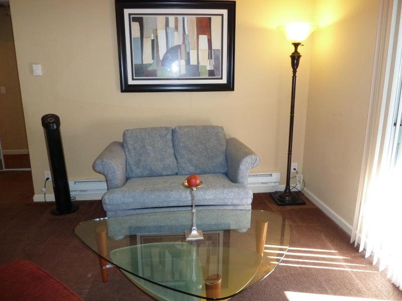 View of living room from front enrty way - 840 sq ft Private Cozy 2br/2ba Condo in Fremont - Fremont - rentals