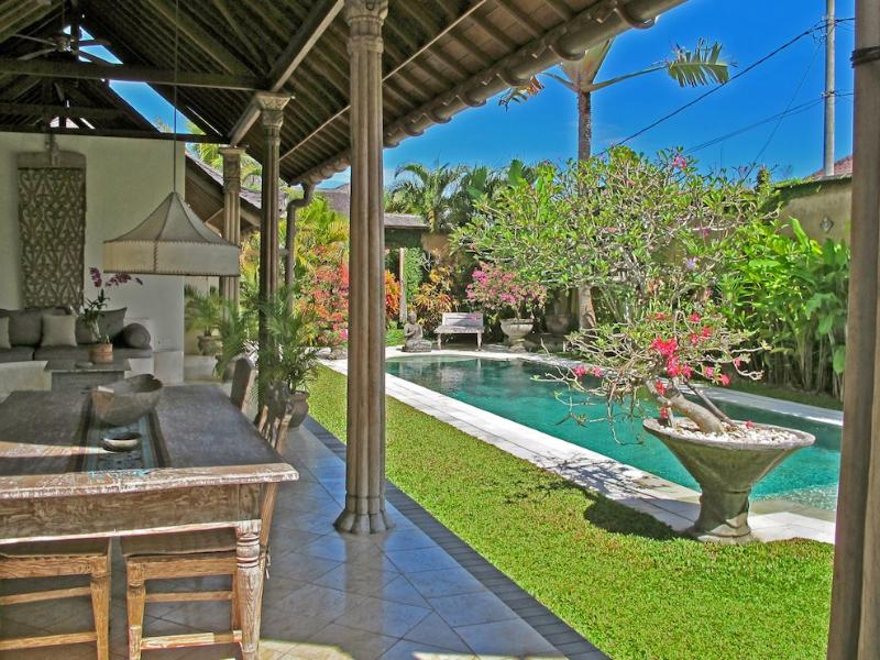 Charming Spacious villa with large 14m pool and lush garden - Beautiful Traditional Villa Isis 2 BR in Heart of Seminyak, pool fence available - Seminyak - rentals