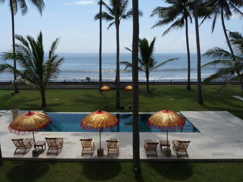 Beachfront property in front of surfing spot - Image 1 - Karangasem - rentals