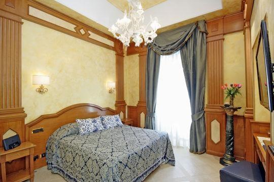 CR758 - Imperial Crown - Image 1 - Rome - rentals