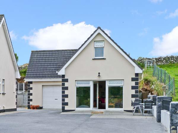 RADHARC NA HOILLEANN, is a cottage near to Connemara National Park, with a shared garden, near Oughterard, Ref 13242 - Image 1 - Oughterard - rentals