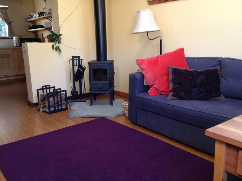 enjoy cool nights by the woodstove - Cully Carriage House - NE Portland - Portland - rentals