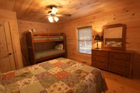 queen bed and XL bunk beds. - Mica Trail-Manager favorite! - Sapphire - rentals