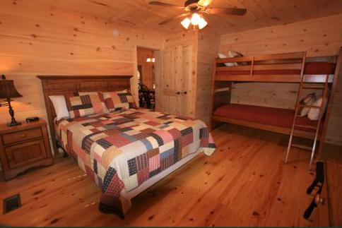 queen bed and XL bunk beds - Tall Pines-very tall pines! Great view! - Sapphire - rentals