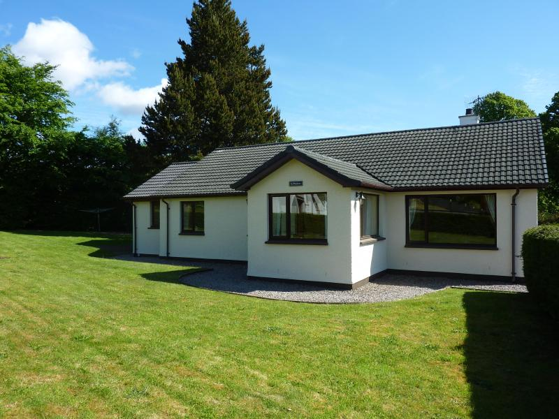St Machar is set in a beautiful landscaped garden - St Machar - Luxury 3 bed cottage, Fort Augustus - Fort Augustus - rentals