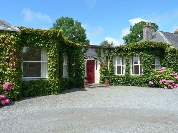 SUTTON HOUSE, near walks, off road parking, with a shared garden, in Westport, Ref 16979 - Image 1 - Westport - rentals