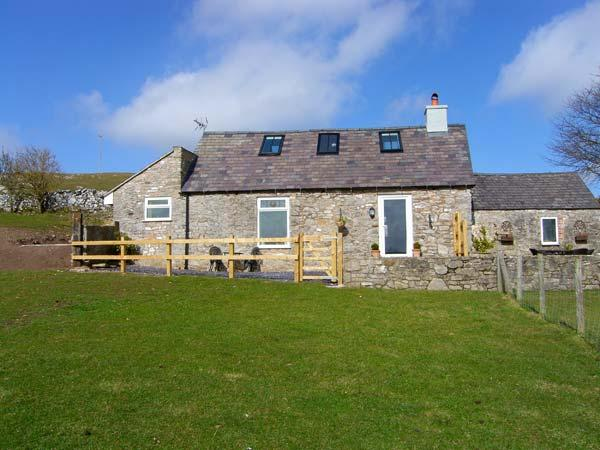 HAFAN HAYDN, detached cottage, with multi-fuel stove, off road parking, and garden, in Dyserth, Ref 18740 - Image 1 - Dyserth - rentals