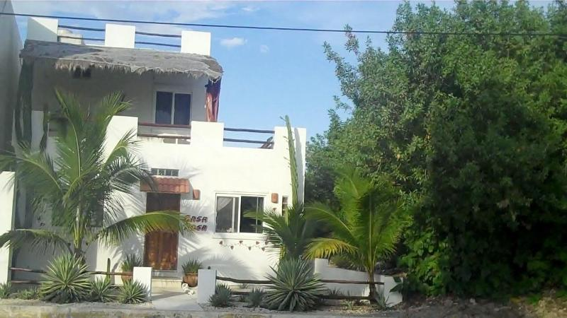 View From Street - Casa Rosa-Great Waterfront Family Vacation Spot - Isla Mujeres - rentals
