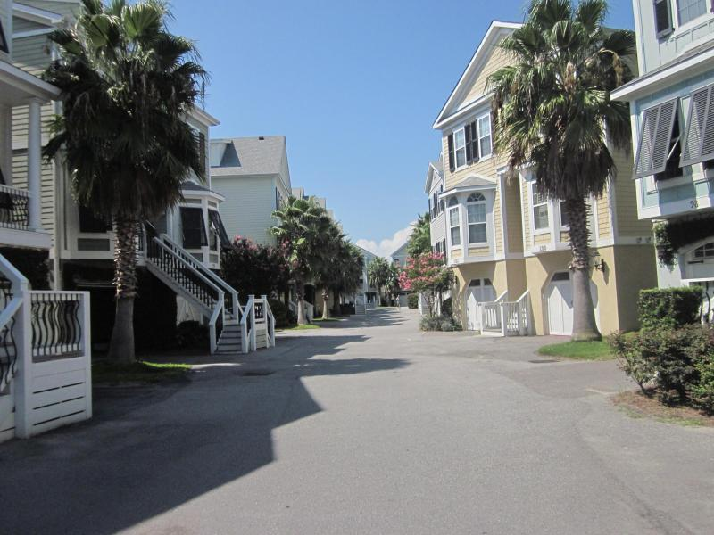 Colorful Charleston-style homes at Water's Edge - 3 bdrm townhome, walk to town 8/30-9/6 avl - Folly Beach - rentals