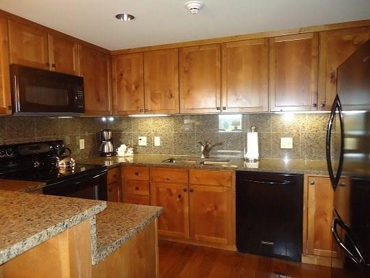 Full-size and fully equipped kitchen in this two bedroom condominium - Lodge 415- Two Bedroom, Two Bath, Two-story Condo. Sleeps 6. - Donnelly - rentals