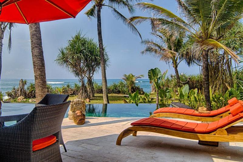 Only footsteps to the beautiful beach at Sejuk Beach Villas, 1 Bedroom Beach Villa, Seseh, Bali - Beautiful 1 Bedroom Beach Villa,Seseh,Canggu, Bali - Bali - rentals