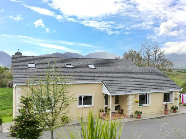 GREENANE HOUSE, detached, seven en-suites, WiFi, lawned garden, Ref 912445 - Image 1 - Beaufort - rentals