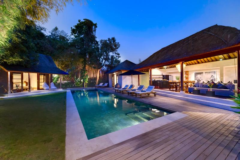 Villa Sacha by night - Amazing Villa Sacha in Seminyak included Breakfast - Seminyak - rentals