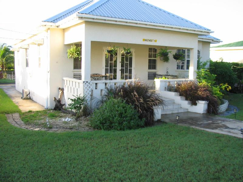 Front and lawn - Beautiful 3 bdrm Villa on Barbados South Coast - Christ Church - rentals